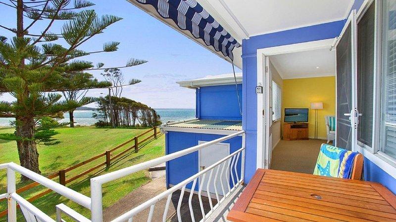 Ocean Blue Apartment Three - second level apartment, casa vacanza a Currarong