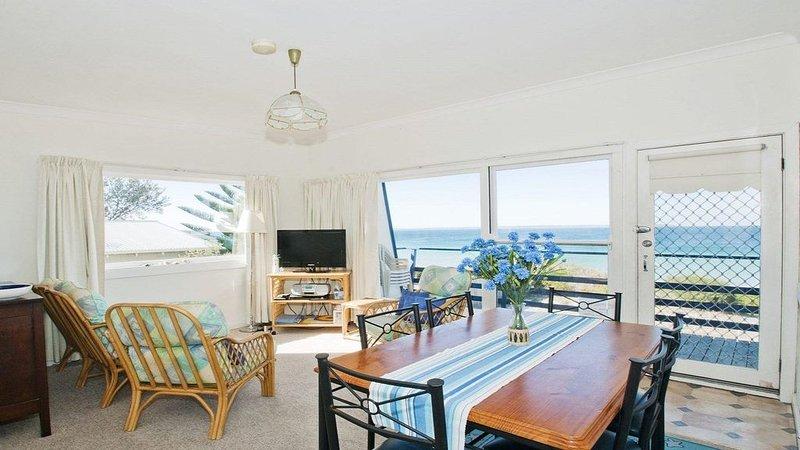 Eden on the Beach - original beachside getaway, holiday rental in Callala Beach