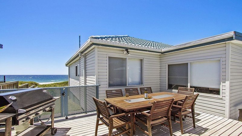 Blue Horizon - beachfront with fireplace, holiday rental in Shoalhaven Heads