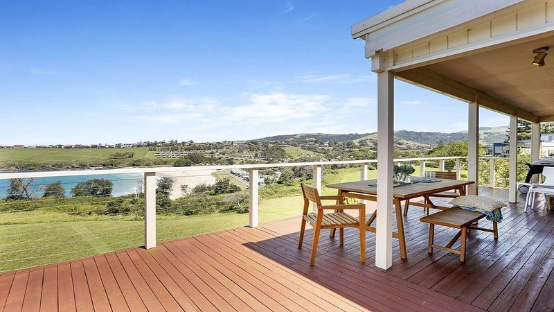 Beachview - walking track straight down to beach, vacation rental in Kiama