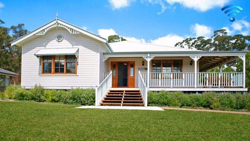 Ballogie Lodge - a quality timeless retreat, holiday rental in Bundanoon