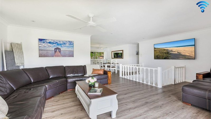 Sounds by the Sea - open plan living, metres to beach, holiday rental in Shoalhaven Heads