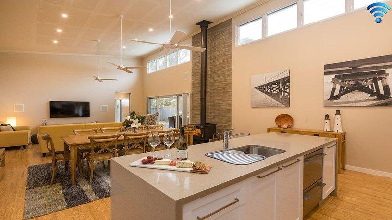 Callala Breeze - access to indoor community pool, holiday rental in Callala Beach
