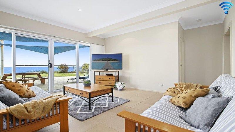 Mamorhomy - beachfront spacious apartment, holiday rental in Callala Beach
