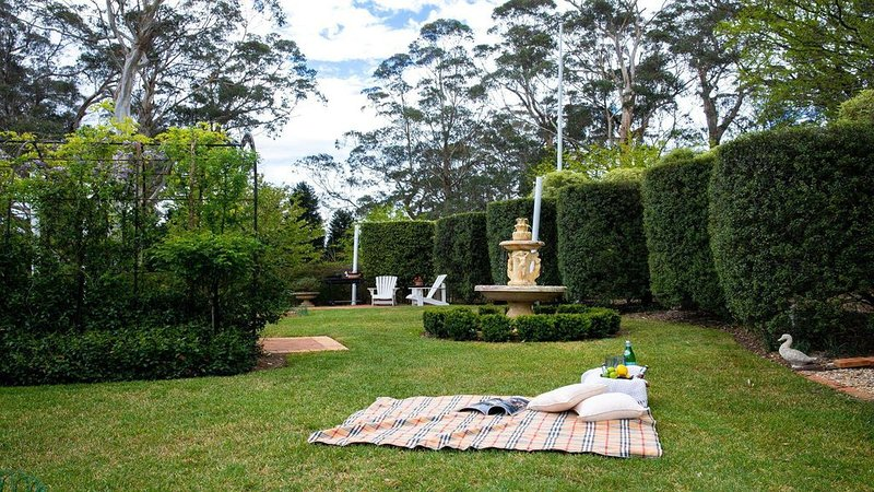 Old Mansfield Loft - gardens, gazebo and getaway, holiday rental in Mittagong