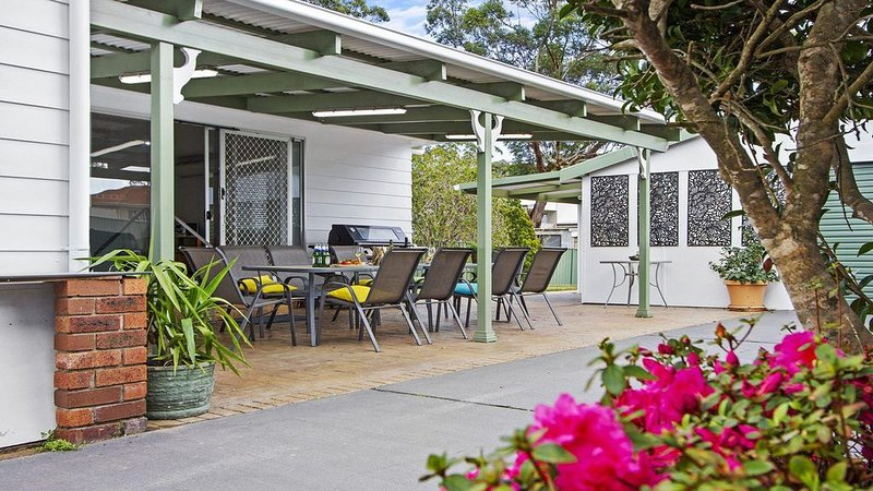 Whispering Waves - relaxing beach house, location de vacances à Callala Beach
