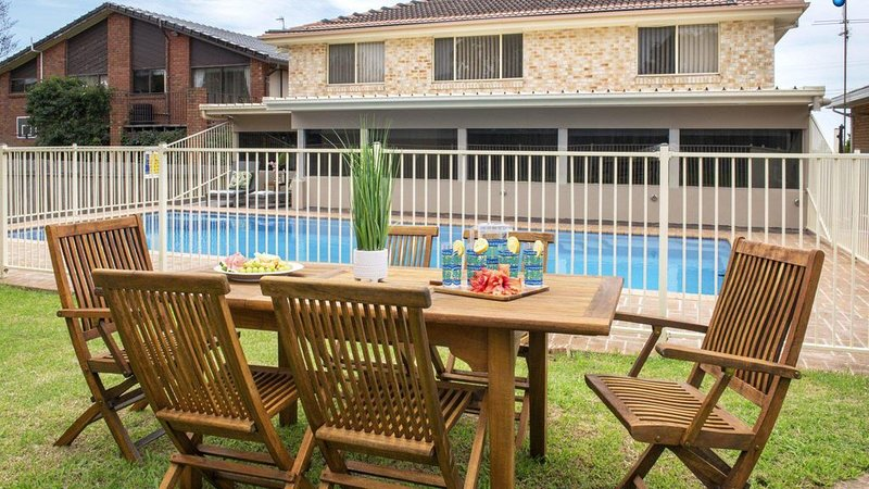 Emerald - coastal walk, swimming pool, per friendly, vacation rental in Kiama