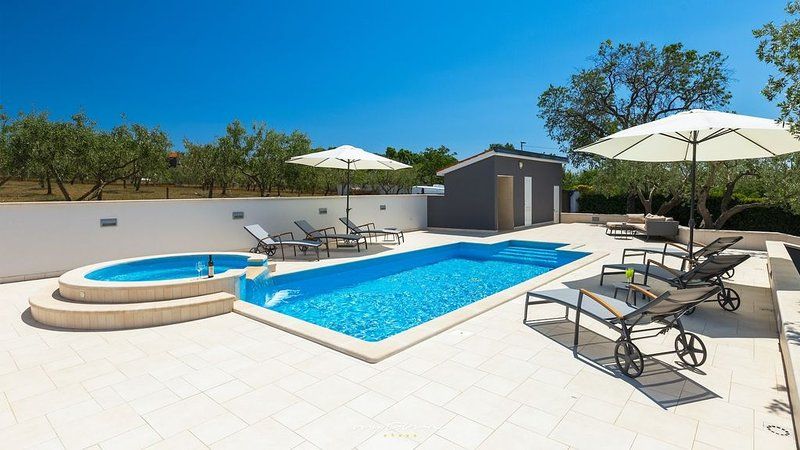 Villa with fantastic pool on the outskirts of Pula, holiday rental in Pula