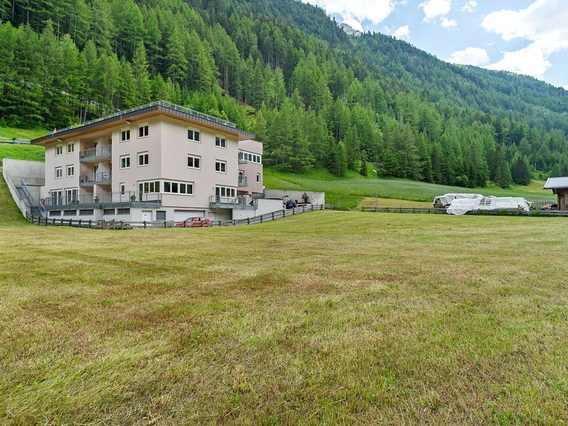 Hilltop Apartment in Zwieselstein with Balcony, holiday rental in Zwieselstein