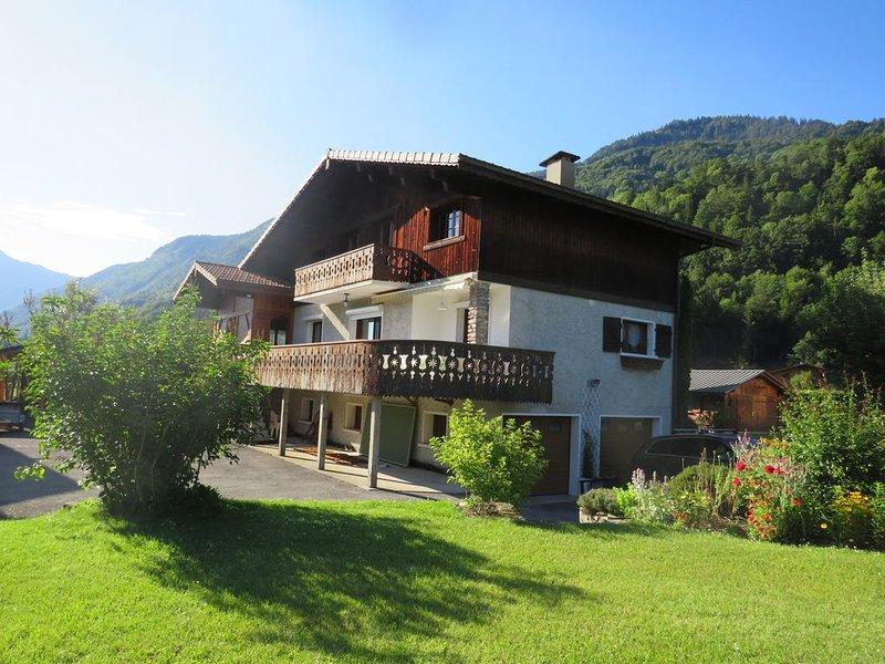 Chalet et jardin spacieux au coeur du Grand Massif, holiday rental in Verchaix