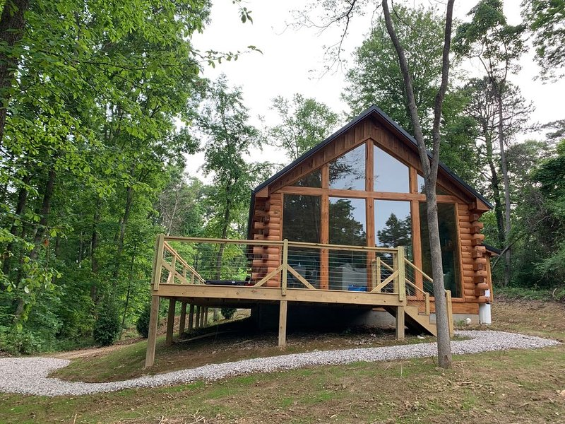 Fern Haven - A modern take on Hocking Hills cabins, holiday rental in McArthur