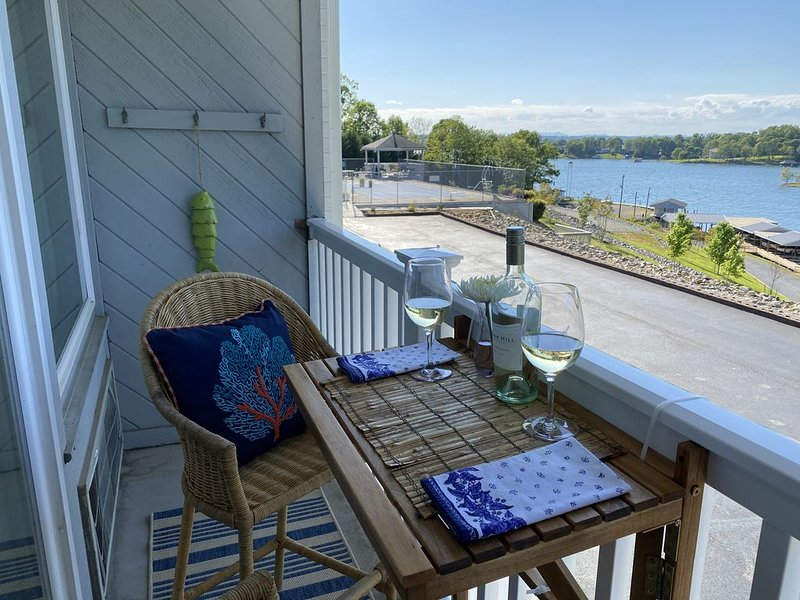Welcome Hikers, Cyclers, Writers, And Dreamers...., holiday rental in Huddleston