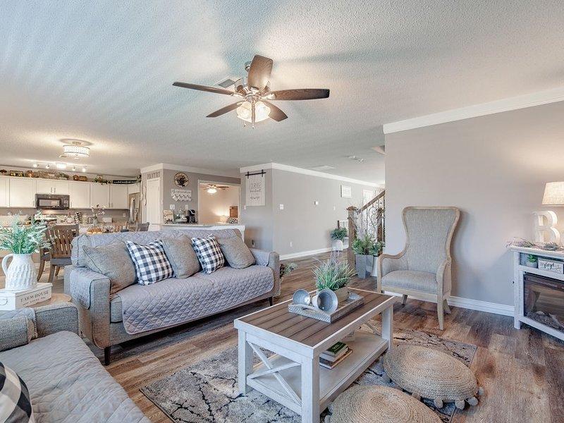 Sweet Escape Grand Prairie: 3000sf Rustic Modern Home - Center of Dallas & FW, casa vacanza a Mansfield