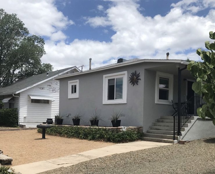 Charming home near historic Prescott!, location de vacances à Prescott Valley