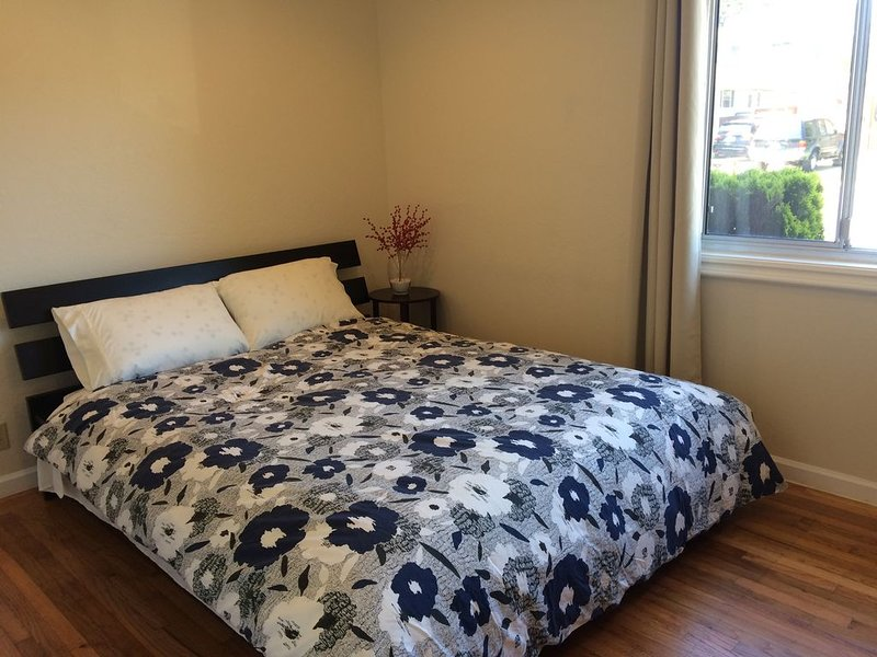 Private Bedroom  with a 2 person Shared Bathroom Bright Clean, Cozy, alquiler vacacional en Millbrae