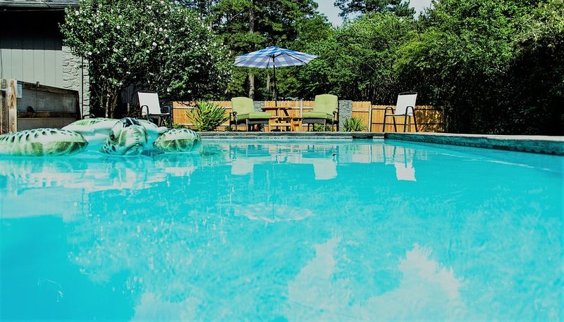 Lake Access Nearby! Guest House Available! Pool-(Closed 31 OCT), casa vacanza a Tumbling Shoals