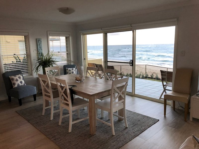 NEW TO STAYZ - Beautiful Beachfront Apartment, alquiler vacacional en The Entrance