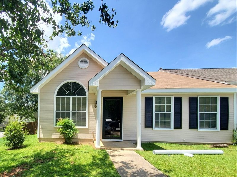 Home Sweet Home - Newly Renovated  Property-Located near Robins AFB, holiday rental in Lizella