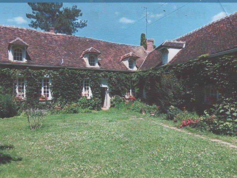Longere 18 eme siecle  280m2, holiday rental in Villiers-sur-Tholon