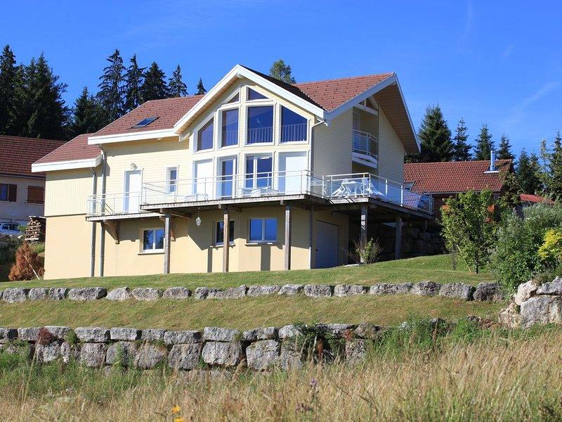 Maison individuelle avec vue dégagée sur les Rousses., location de vacances à Les Rousses