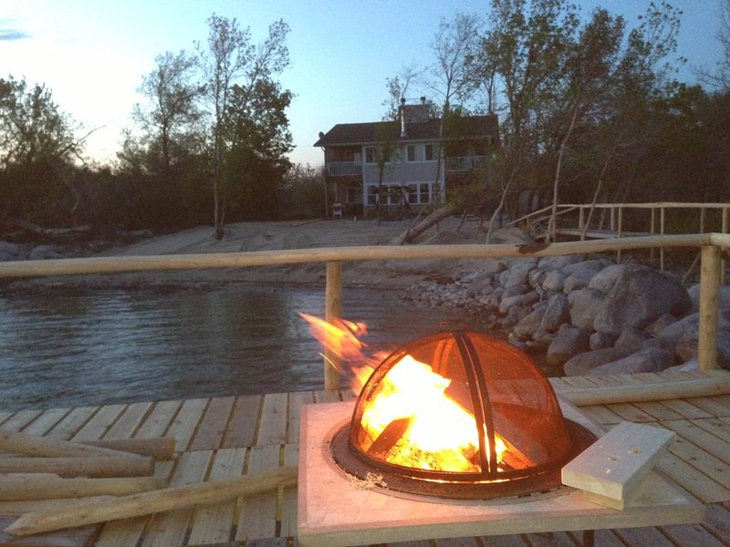 Rekindle the fire at Lakeside Haven, holiday rental in Manitoba