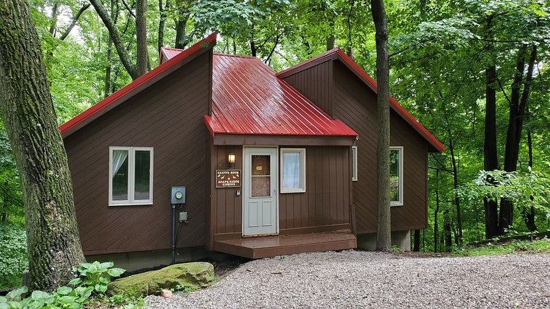 Cliff's Edge (Hocking Hills Area), holiday rental in Lancaster