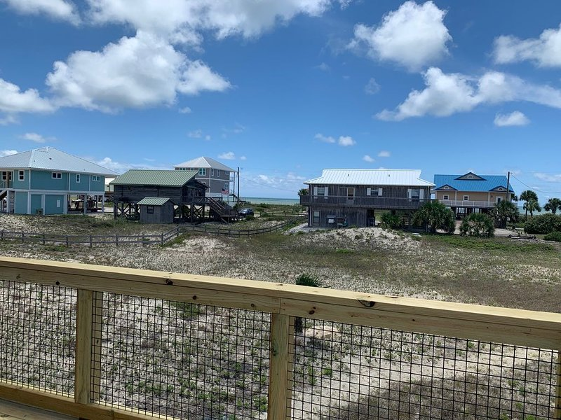1 Fish, 2 Fish. Great beach views, great value with this updated 2/2, location de vacances à St. George Island