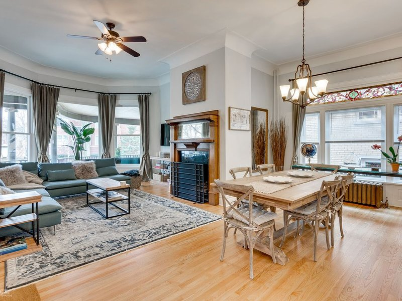 Modern Victorian With Old World Charm, holiday rental in Oak Park