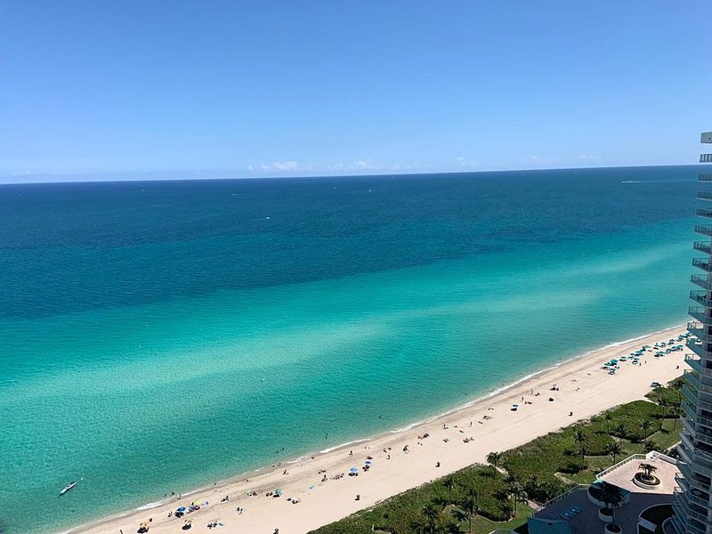 Beautiful 2/2 apartment located on the Ocean with amazing views., casa vacanza a Sunny Isles Beach