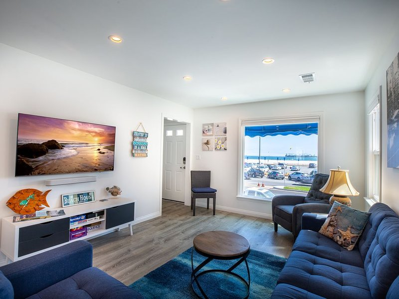 Best Belmont Shore Location, Beach across the street, Alamitos Bay steps away!, vacation rental in Long Beach