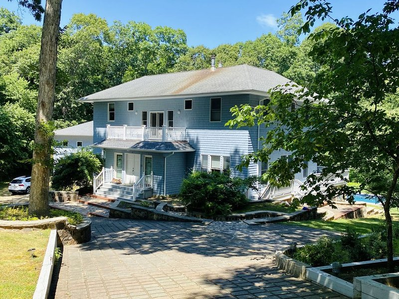 Spacious house next to the beach, Ferry and Eateries., vacation rental in Shelter Island