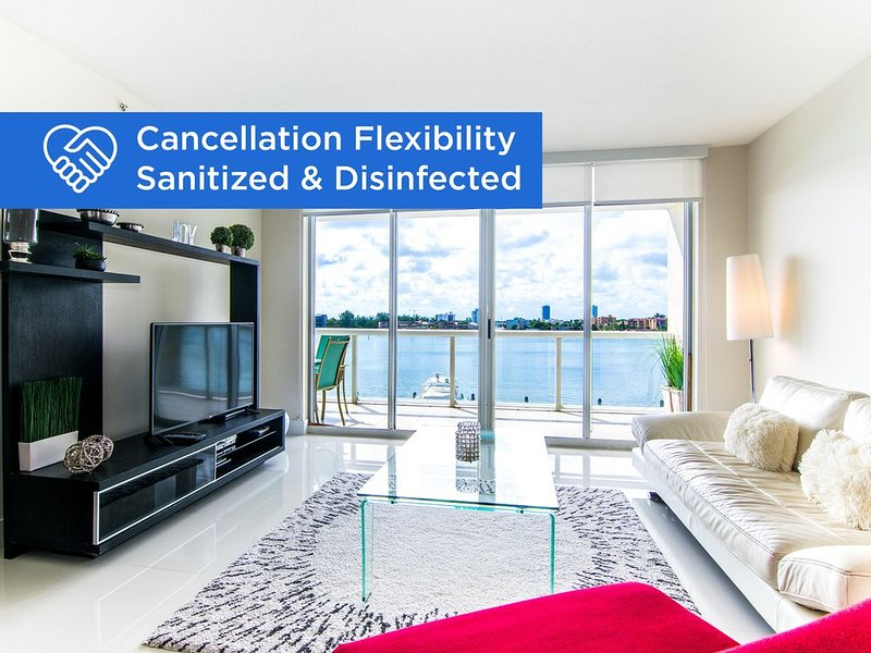Spacious and modern condo with bay views. 1/2 mile from the beach! WiFi, vacation rental in Sunny Isles Beach