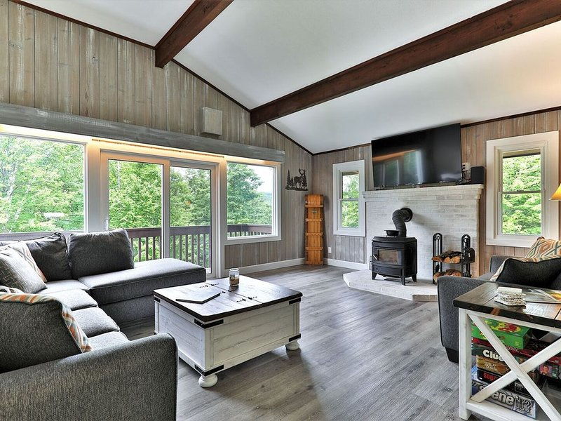 Breakaway House: 6 BR/4 BA Renovated Duplex. Perfect for families! Unit A & B, holiday rental in Stockbridge