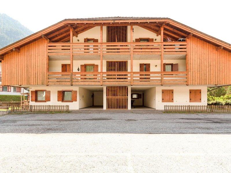 Nice holiday apartment in Pozza di Fassa, nearby ski resort, holiday rental in Mazzin