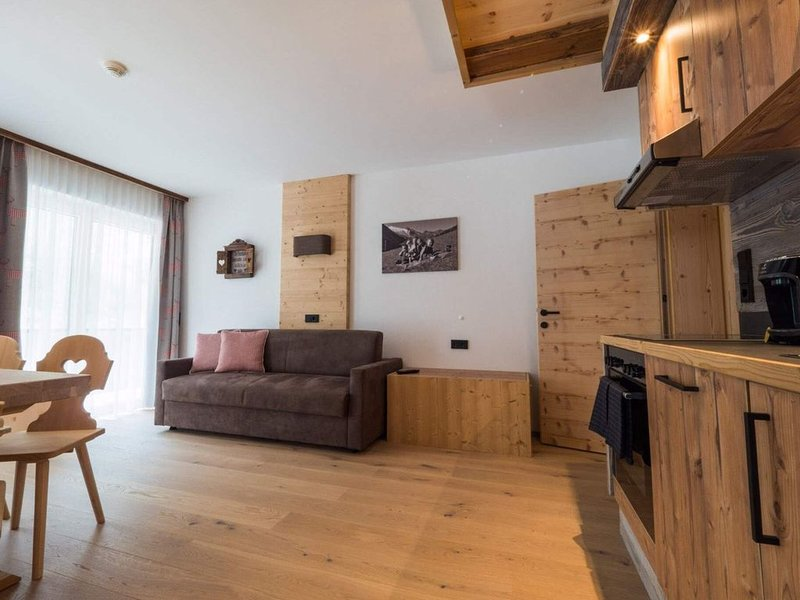 Inviting Apartment in Finkenberg with Sauna and Balcony, holiday rental in Finkenberg