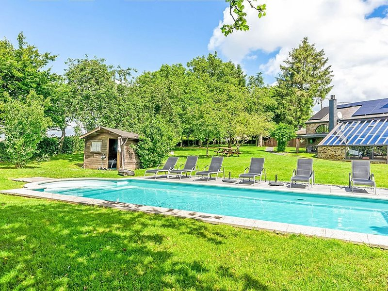 Plush Villa in La Roche-en-Ardenne with Swimming Pool, vacation rental in La Roche-en-Ardenne