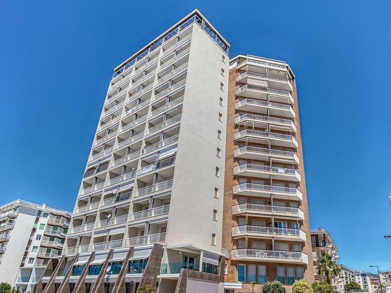 Charming Apartment in Arma di Taggia near Seabeach, vacation rental in Arma di Taggia