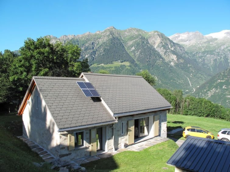 Vacation home Casa De Leoni  in Prugiasco (TI), Ticino - 8 persons, 3 bedrooms, vacation rental in Olivone