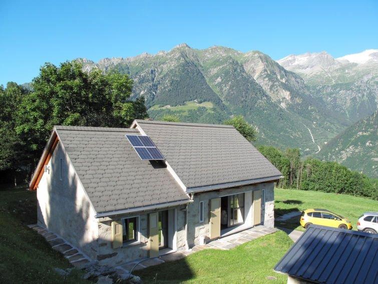 Vacation home Casa De Leoni  in Prugiasco (TI), Ticino - 8 persons, 3 bedrooms, aluguéis de temporada em Canton of Ticino