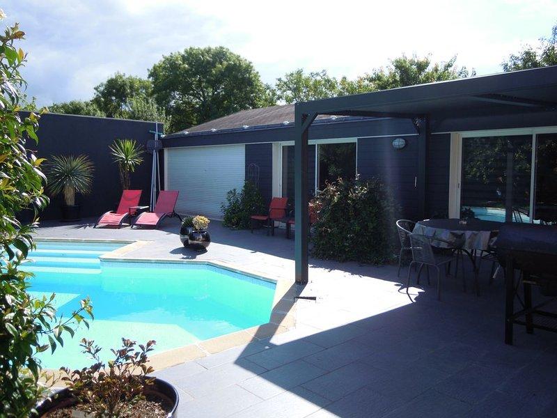 LOFT AVEC PISCINE PRIVATIVE A CHALLANS PROCHE CENTRE, holiday rental in Challans