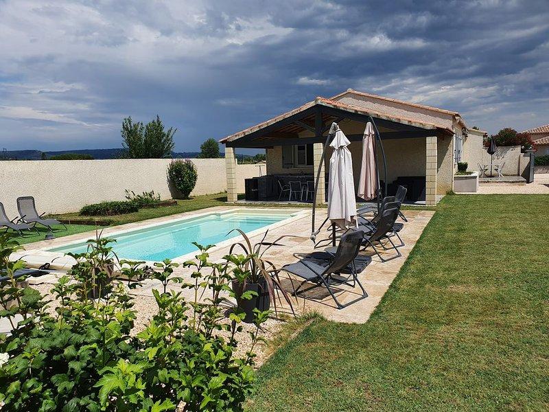 Maison individuelle climatisée, avec piscine, location de vacances à Cavillargues