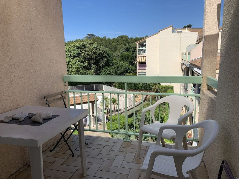 T2 cap azur piscine commune, holiday rental in Sausset-les-Pins