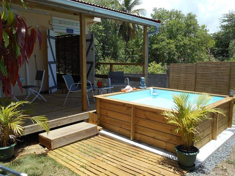 Gîte vue ocean avec piscine privée à 400 mètres de la plage, holiday rental in Le Moule