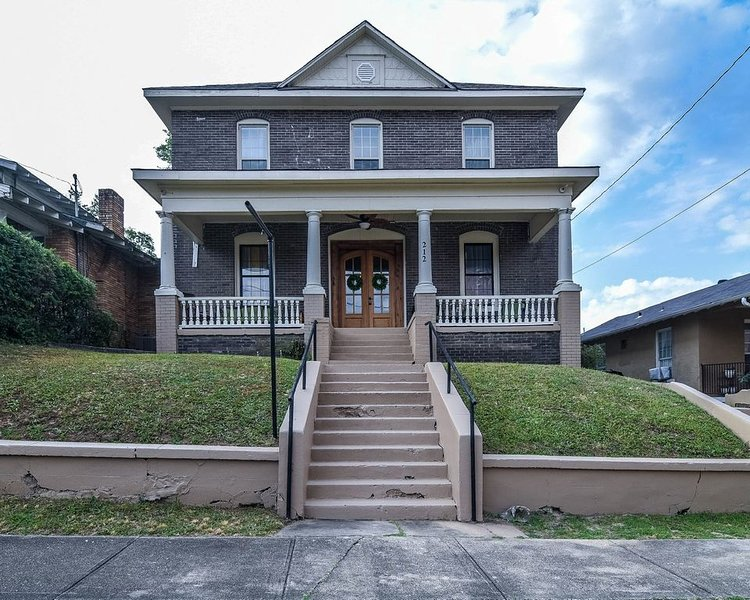 Beautiful Remodel Victorian home located in the heart of down town, holiday rental in Hot Springs
