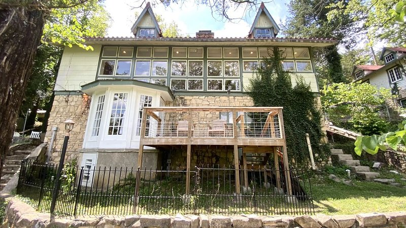 One of a Kind Mountain Top Cottage!, holiday rental in Hollister