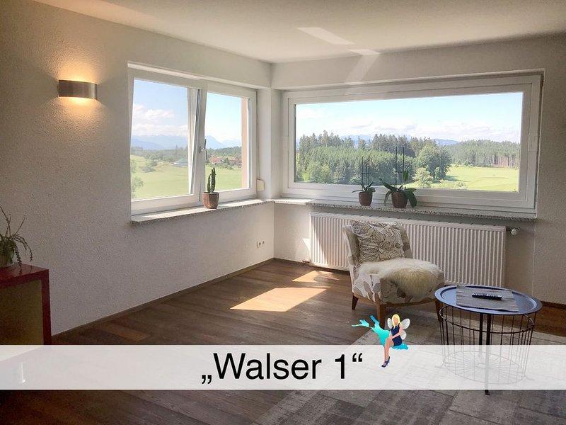 Alleinlage mitten im Grünen mit großzügigem Balkon, Stellplatz und Panoramablick, holiday rental in Bodnegg