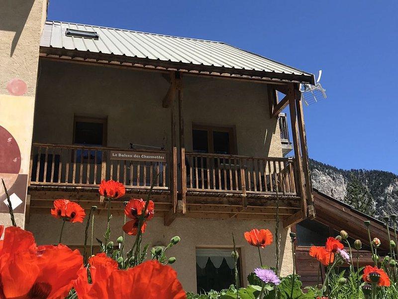 Le Balcon des Charmottes****, votre logement éco-responsable à Névache, holiday rental in Hautes-Alpes
