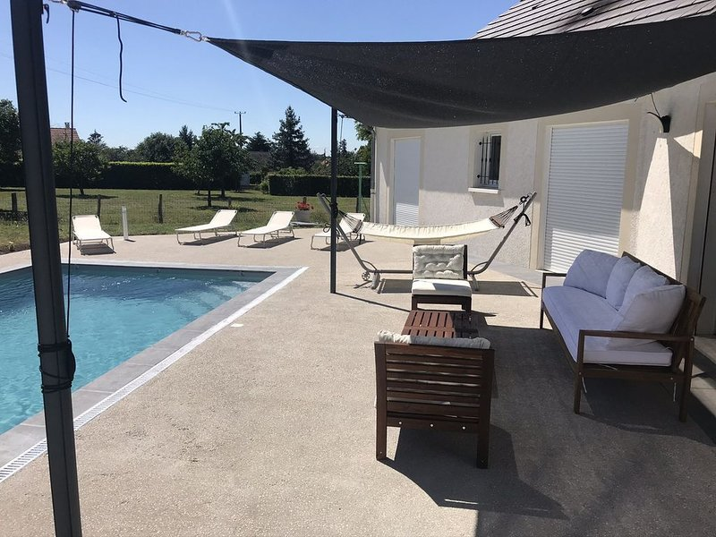 Maison du Grand Champ avec piscine et proche du Pal, holiday rental in Uxeau