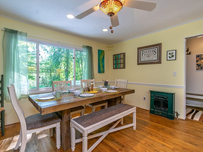 Secluded Mountain Art Cottage near Flat Rock, NC, holiday rental in Flat Rock