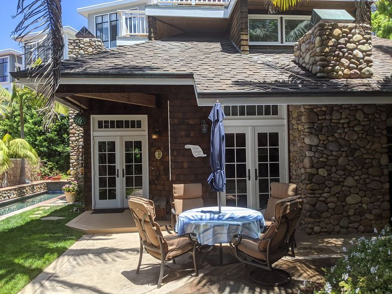 Charming Beach Cottage, Sleeps 8, Heated Pool, Private yard, 200 ft to sand, holiday rental in La Jolla